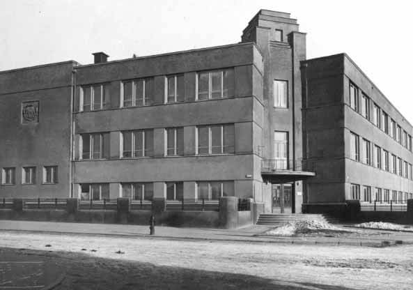 4 dešimtmetis. Pirmoji gimnazijos nuotrauka